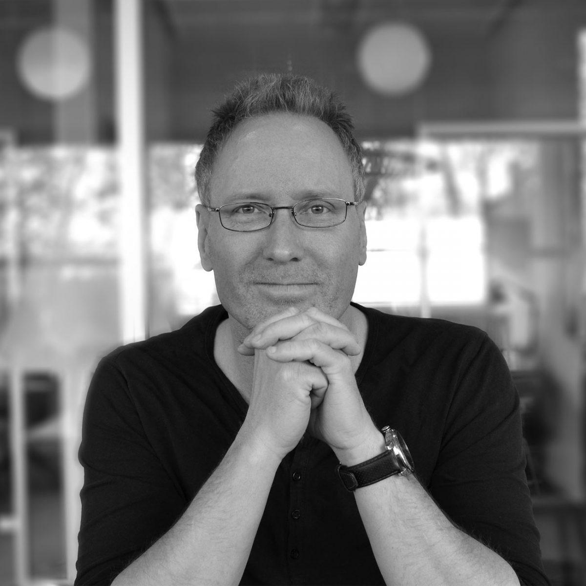 http://horisontgruppen.dk/wp-content/uploads/2016/04/Per_Christensen-1200x1200.jpg